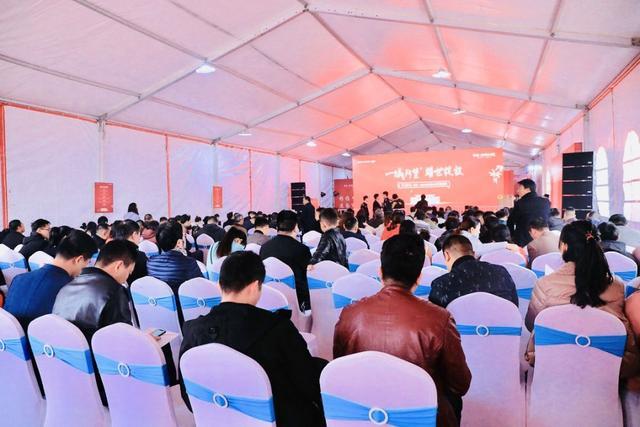 11月23日禹州建业大城小院首度开盘 149套房源超500人争抢!