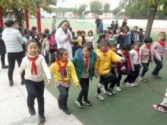 禹州疾病控制中心到春蕾学校为九百名中小学生进行健康检查