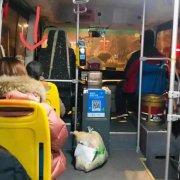 寒冷雪夜!禹州29路公交车上演暖心一幕!乘客纷纷点赞!