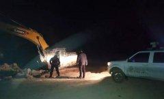 禹州这个地方偷挖矿山资源,没想到半夜执法大队来了....