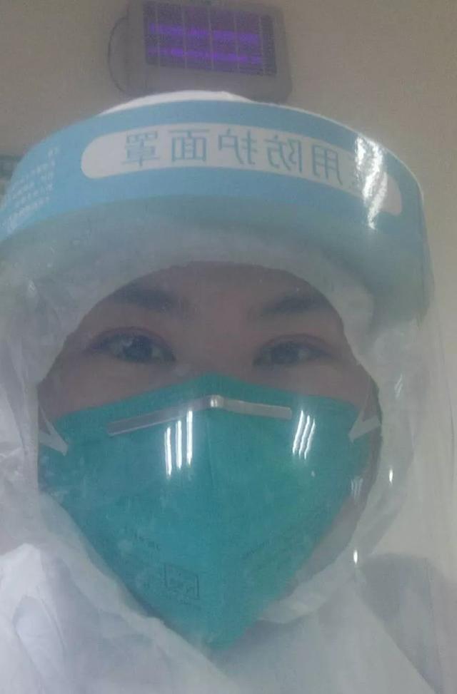 禹州二院第一批医护人员圆满完成任务走出隔离病区