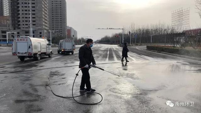 禹州环卫:第一时间恢复交通卡点卫生常态 迅速清理周边环境治理