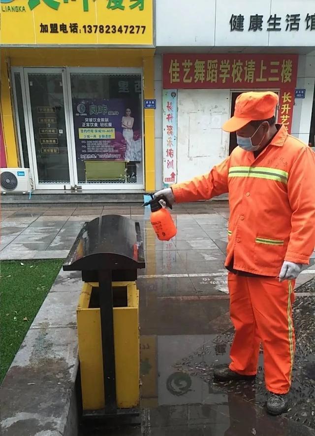 """禹州环卫:及时雨后清洁 筑牢战""""疫""""防线"""
