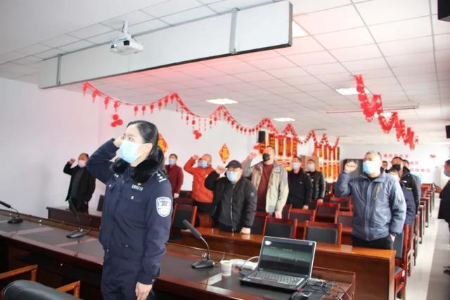 市交警大队车管所在禹州公交开展驾驶人审验培训班
