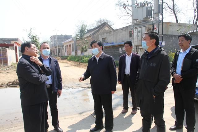 禹州市长范晓东到我市部分乡镇实地调研脱贫攻坚和大气污染防治工作