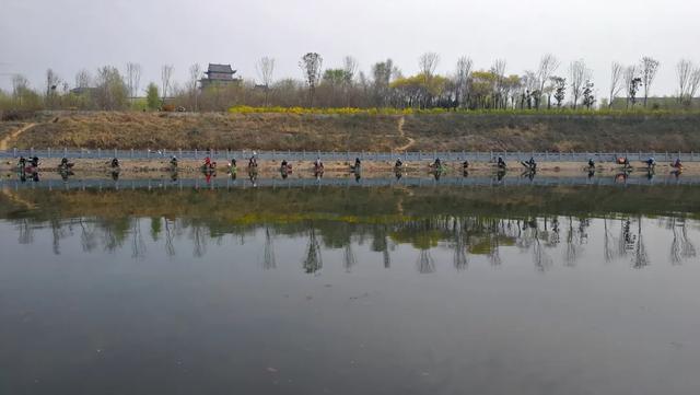 """又到垂钓的黄金季节,禹州颍河再现场面壮观的""""钓鱼大赛"""""""