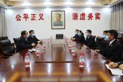 禹州市人民检察院党组书记、代检察长汪伟宏一行前往东关社区走访