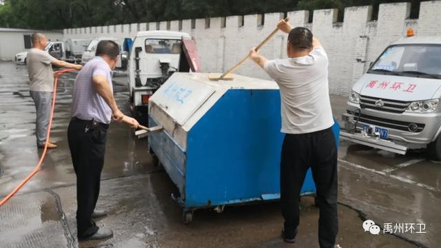 禹州环卫:扎实开展周五清洁行动 不走过场重点清洁城市环境
