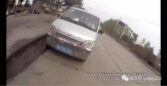 禹州市火龙路段民警发现一辆面包车内人头攒动...