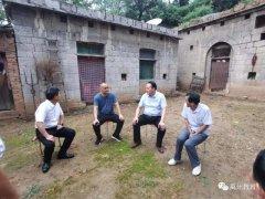 禹州市教体局党组书记、局长崔劳资看望贫困教师