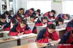 许平济联考开考,禹州一高师生同步答卷
