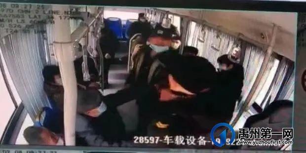 禹州一男子因嫌乘车防疫流程过于繁琐!辱骂殴打驾驶员...