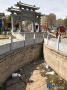 禹州文庙广场状元桥龙头再被损坏,池内垃圾遍地